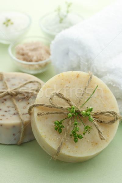 Rácsok szappan fürdősó törölközők világoszöld szépség Stock fotó © Melpomene