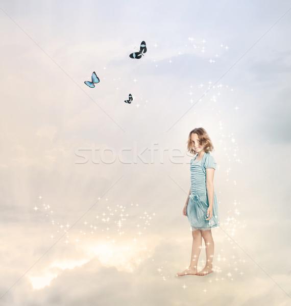 Photo stock: Fille · nuages · papillons · ciel · papillon · enfant