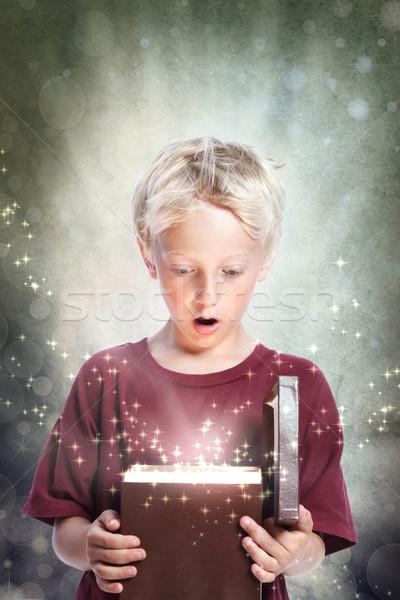 Açılış hediye kutusu mutlu genç Stok fotoğraf © Melpomene