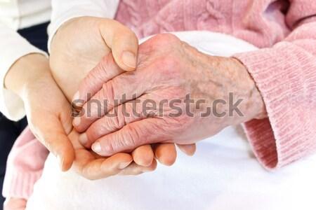 Jeunes main vieux mains tenant Photo stock © Melpomene