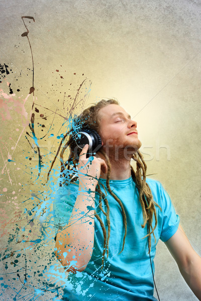 Сток-фото: молодым · человеком · наушники · портрет · улыбка · лице