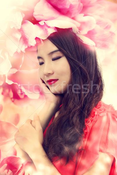 Güzel kız zarif çiçekler Stok fotoğraf © Melpomene