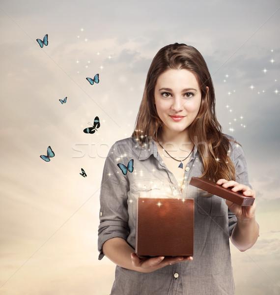 Zdjęcia stock: Dziewczyna · otwarcie · magiczny · obecnej · niebo · polu