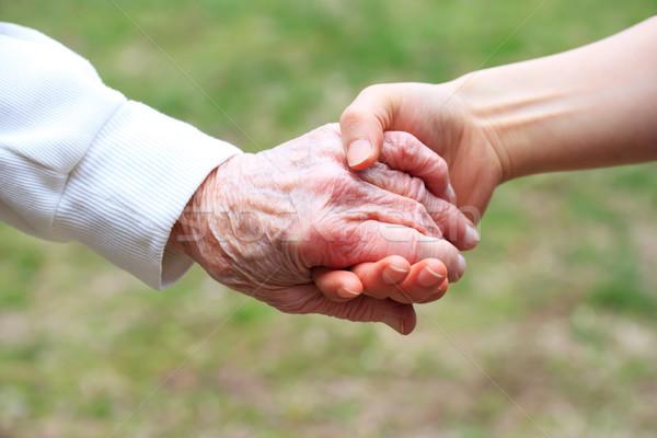 Stockfoto: Senior · jonge · vrouwen · holding · handen · dame · voorjaar · hand