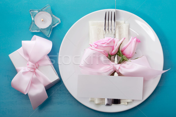 Foto stock: Mesa · rosa · rosas · caja · de · regalo · papel · primavera