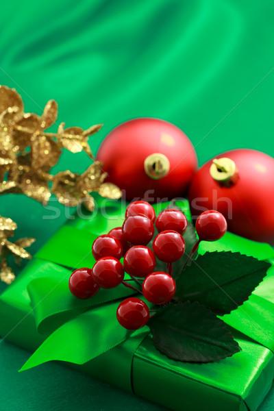 Karácsony zöld ajándék doboz díszek selymes piros Stock fotó © Melpomene