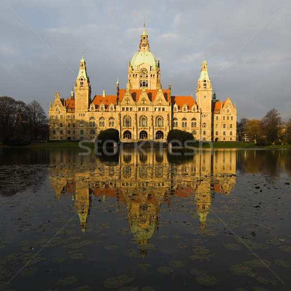 Novo prefeitura Alemanha edifício relógio Foto stock © MichaelVorobiev