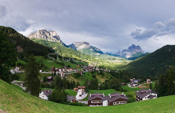 Italiano alpes aldeia azul casas horizonte Foto stock © MichaelVorobiev