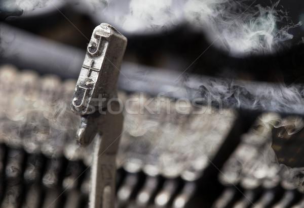Martelo velho manual máquina de escrever mistério fumar Foto stock © michaklootwijk