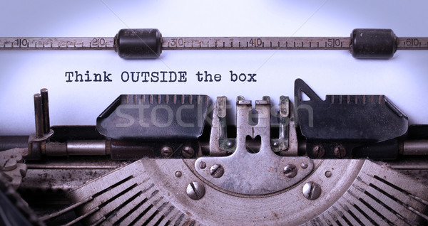 Vintage velho máquina de escrever pensar fora Foto stock © michaklootwijk