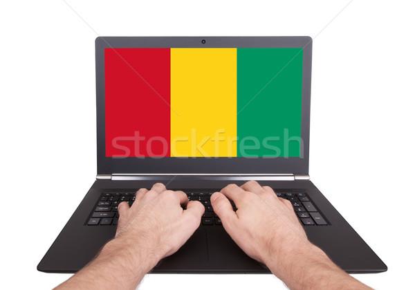 рук рабочих ноутбука Гвинея экране Сток-фото © michaklootwijk