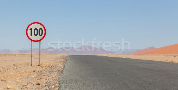 Limite de velocidade assinar deserto estrada Namíbia 100 Foto stock © michaklootwijk