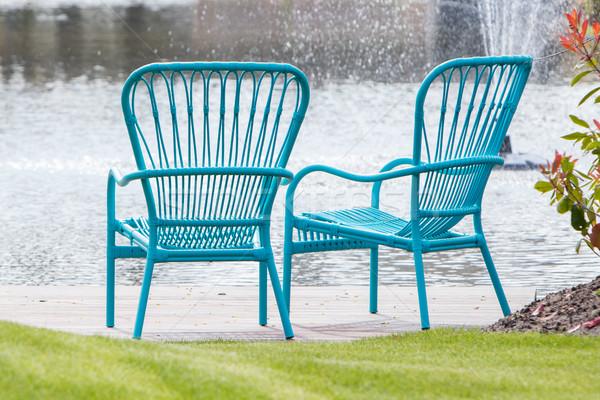 Deux bleu chaises bord de l'eau jardin Photo stock © michaklootwijk