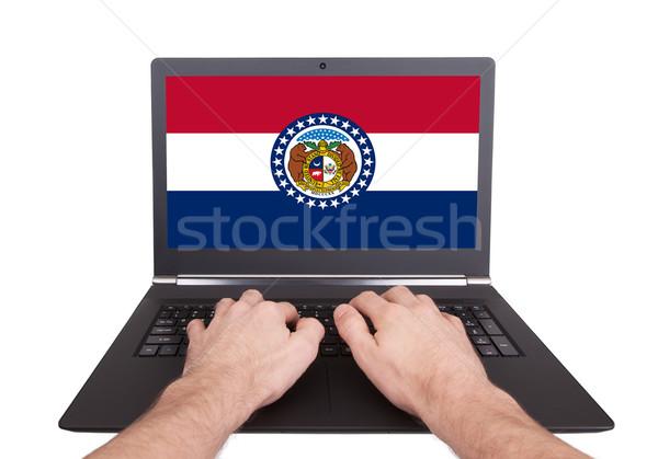 Mains travail portable Missouri écran Photo stock © michaklootwijk