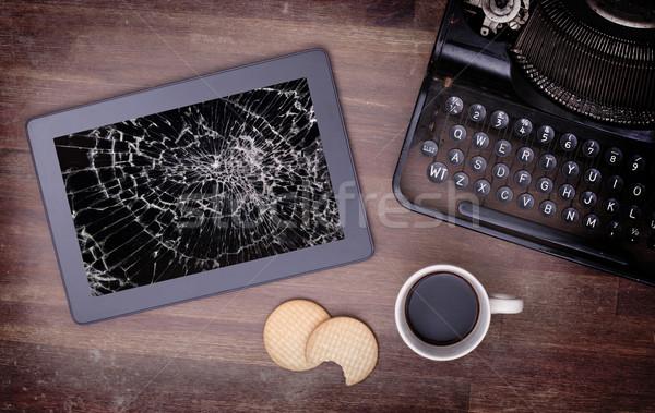 Táblagép törött üveg képernyő elpusztított számítógép üveg Stock fotó © michaklootwijk