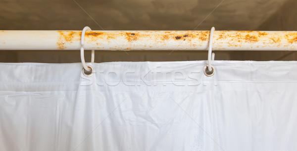Fehér zuhany függöny fürdőszoba akasztás rozsdás Stock fotó © michaklootwijk