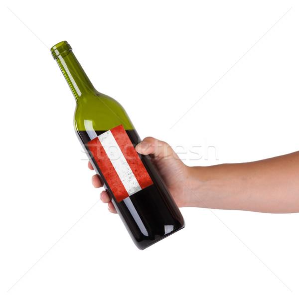 Mano botella vino tinto etiqueta Austria Foto stock © michaklootwijk