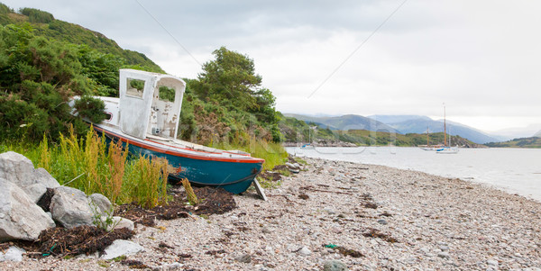 Kicsi hajóroncs kő tengerpart Skócia égbolt Stock fotó © michaklootwijk