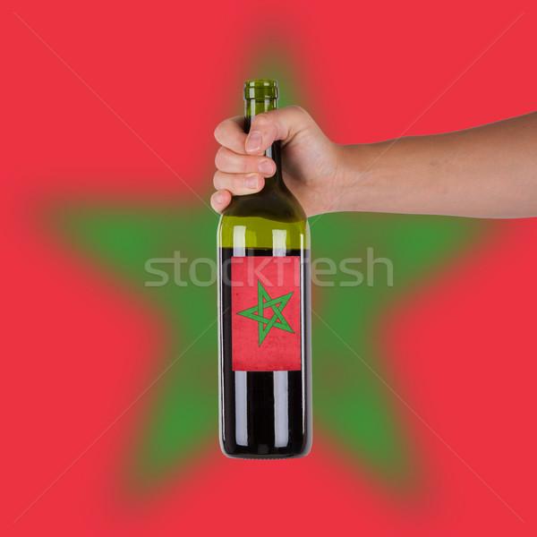 Mano botella vino tinto etiqueta Marruecos Foto stock © michaklootwijk