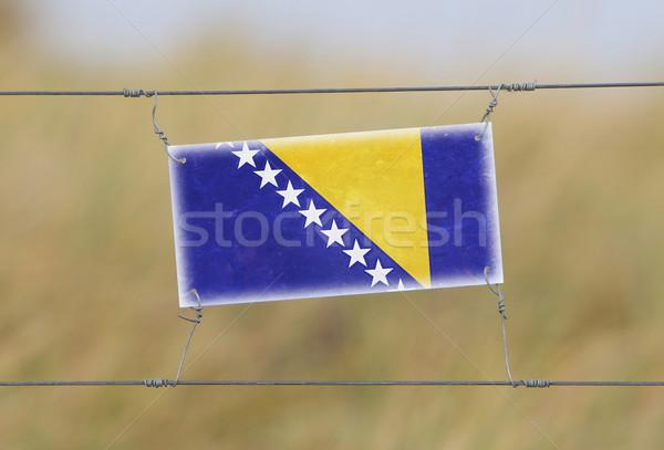 Frontera cerca edad plástico signo bandera Foto stock © michaklootwijk