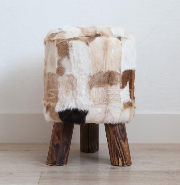 Pequeño taburete fondo vaca silla muebles Foto stock © michaklootwijk