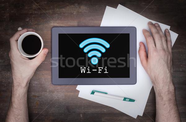 Tableta wifi conexión escritorio ordenador Foto stock © michaklootwijk