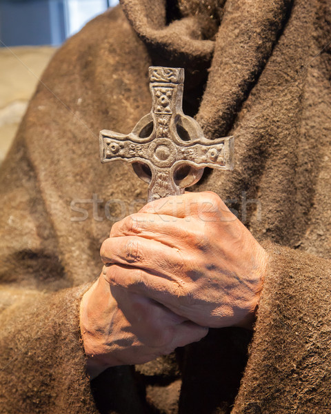 религиозных статуя монах крест рук стороны Сток-фото © michaklootwijk