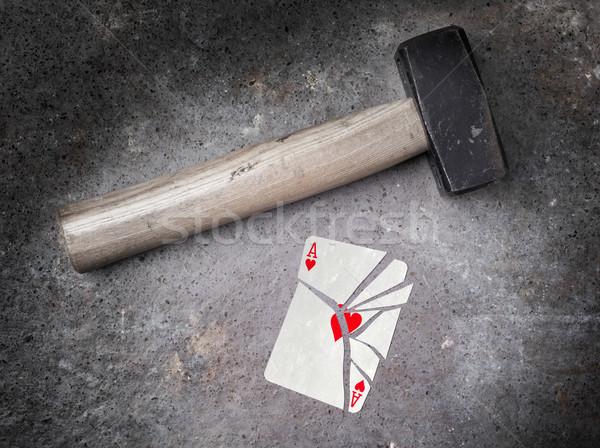 Marteau brisé carte ace coeurs vintage Photo stock © michaklootwijk