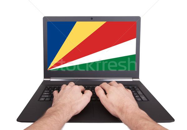 Kezek dolgozik laptop Seychelle-szigetek mutat képernyő Stock fotó © michaklootwijk