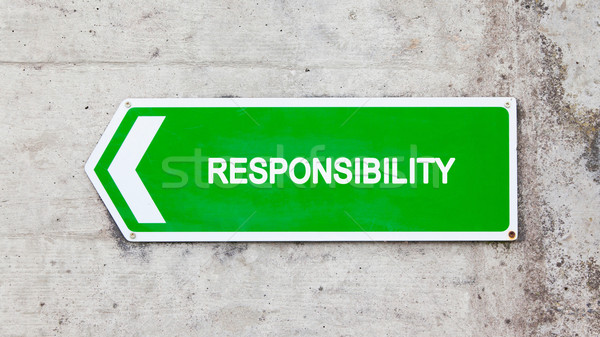 Vert signe responsabilité concrètes mur flèche Photo stock © michaklootwijk