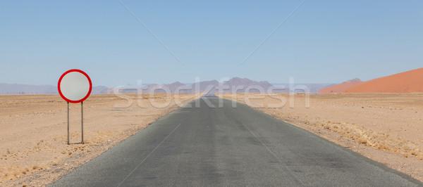 Limite di velocità segno deserto strada Namibia rosso Foto d'archivio © michaklootwijk