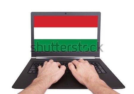 Kezek dolgozik laptop Szudán mutat képernyő Stock fotó © michaklootwijk
