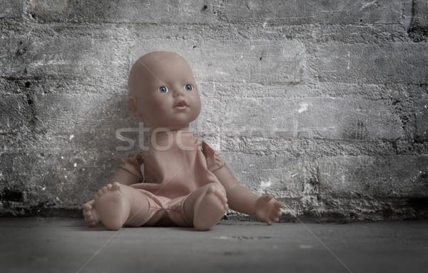 ストックフォト: 捨てられた · 人形 · 座って · 具体的な · 階 · 悲しい