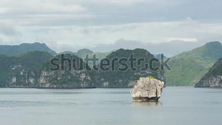 Calcaire roches Viêt-Nam une sept monde Photo stock © michaklootwijk