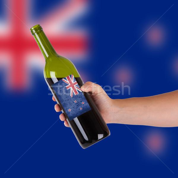 Mano botella vino tinto etiqueta Australia Foto stock © michaklootwijk