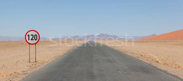 Límite de velocidad signo desierto carretera Namibia rojo Foto stock © michaklootwijk