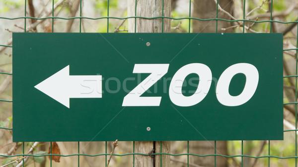 Yeşil hayvanat bahçesi imzalamak çit sokak yaz Stok fotoğraf © michaklootwijk