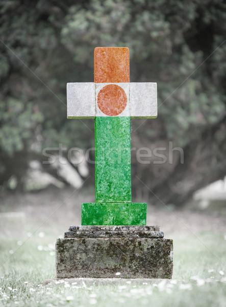Grafsteen begraafplaats Niger oude verweerde vlag Stockfoto © michaklootwijk