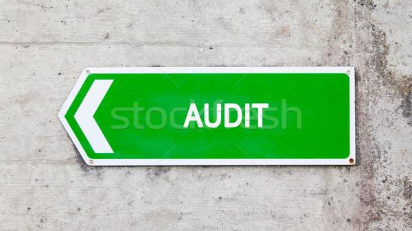 Zielone podpisania audytu konkretnych ściany podstaw Zdjęcia stock © michaklootwijk