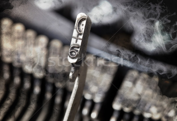 Młotek starych maszyny do pisania tajemnicy dymu Zdjęcia stock © michaklootwijk