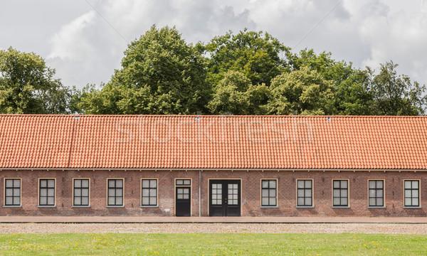 Starych czerwony dachu holenderski stylu domu Zdjęcia stock © michaklootwijk