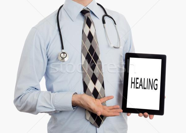 Orvos tart tabletta gyógyító izolált fehér Stock fotó © michaklootwijk