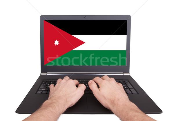Ręce pracy laptop Jordania ekranu Zdjęcia stock © michaklootwijk