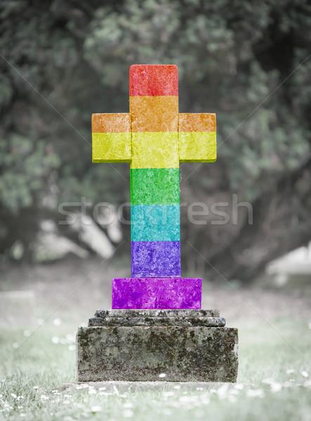 Grafsteen begraafplaats regenboog vlag oude verweerde Stockfoto © michaklootwijk