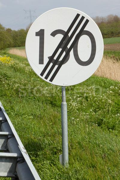 Placa sinalizadora limite de velocidade estrada natureza fundo Foto stock © michaklootwijk