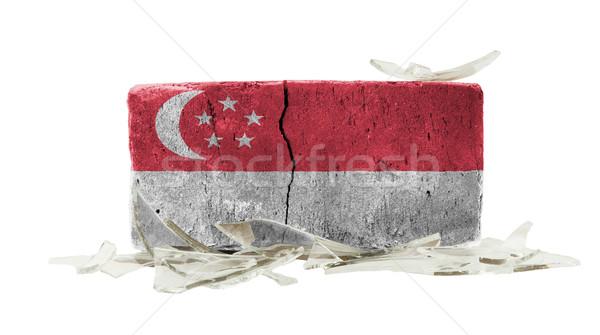 Ladrillo vidrios rotos violencia bandera Singapur pared Foto stock © michaklootwijk
