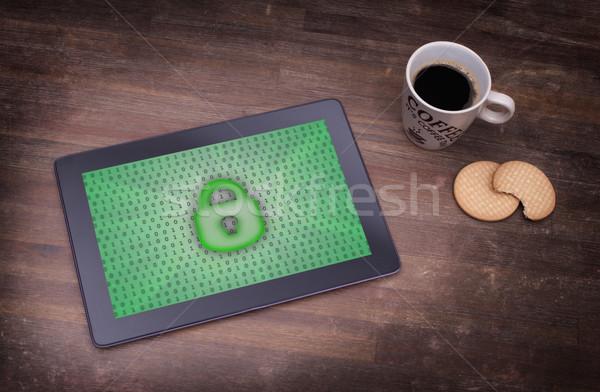 Comprimé bureau protection des données vert ordinateur technologie Photo stock © michaklootwijk