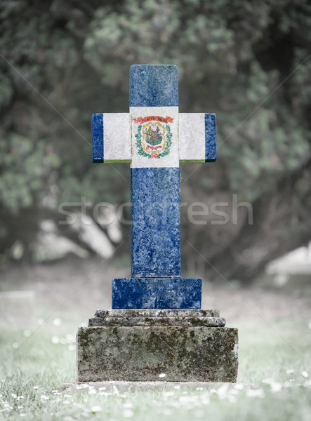 Grafsteen begraafplaats West Virginia oude verweerde vlag Stockfoto © michaklootwijk