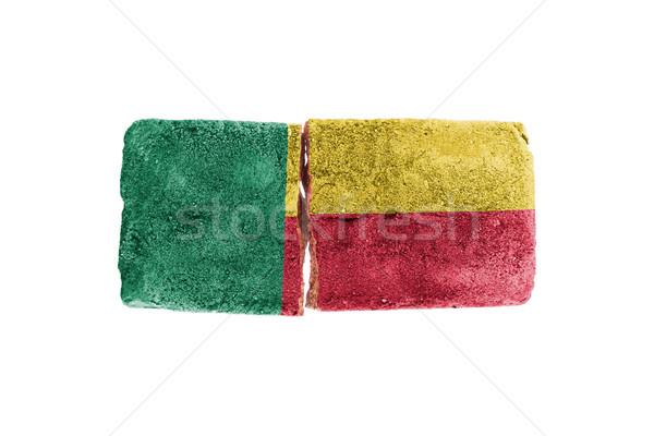 Szorstki podziale cegły odizolowany biały banderą Zdjęcia stock © michaklootwijk