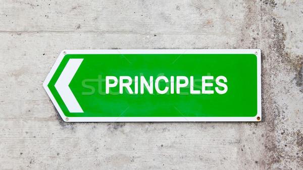 Yeşil imzalamak ilkeler beton duvar ok Stok fotoğraf © michaklootwijk